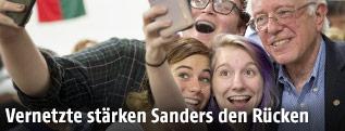 Bernie Sanders mit Unterstützern