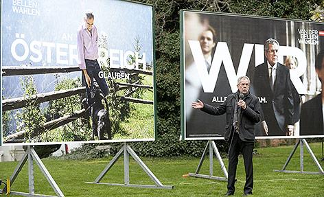 Präsidentschaftskandidat Alexander Van der Bellen präsentiert seine Plakatkampagne