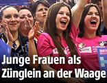 Frauen bei einer Wahlkampfveranstaltung