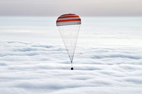 Kapsel mit den Astronauten an Board bei der Landung