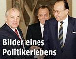 Sowjet-Präsident Michail Gorbatschow trifft den deutschen Aussenminister Hans-Dietrich Genscher im Juni 1989 in der sowjetischen Botschaft in Bonn