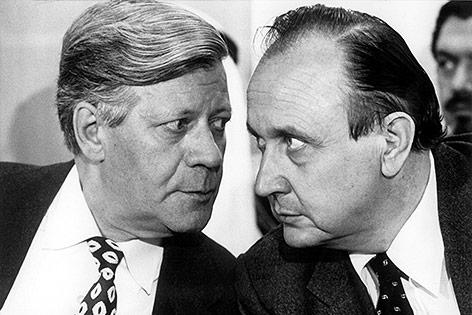 Deutscher Bundeskanzler Helmut Schmidt und Außenminister Hans-Dietrich Genscher im Juni 1978