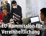 Asylsuchende bei der Registrierung