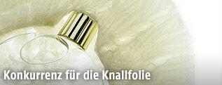 Parfumflasche in Agar-Agar verpackt