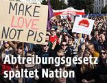 Gegner des Abtreibungsgesetzes bei einer Demonstration