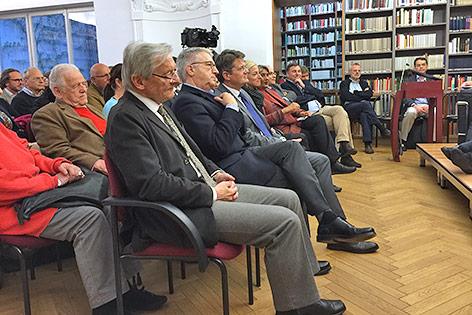 Ex-Bundeskanzler Wolfgang Schüssel sitzt im Publikum beim Vortrag von Madeleine Albright