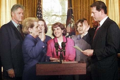 Madeleine Albright bei ihrer Angelobung