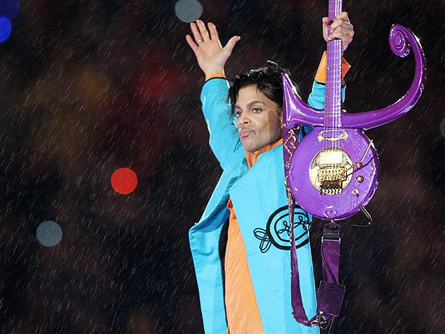 Prince während der Football-Halftime Show bei der Super Bowl XLI im Dolphin Stadium in Miami, 2007
