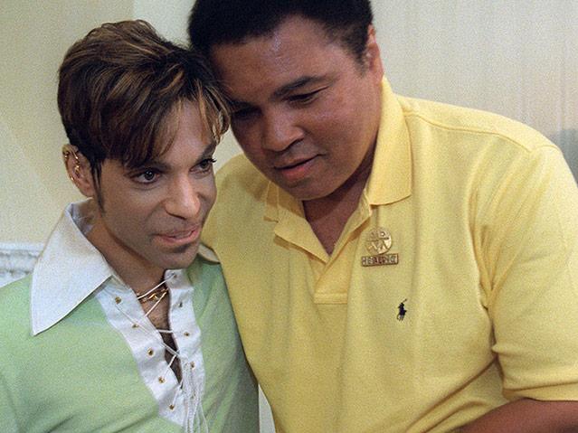 Muhammad Ali und Prince bei einem Treffen 1997