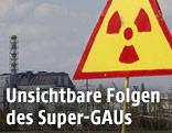 Warnschild vor dem Reaktor von Tschernobyl