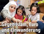 Flüchtlingskinder malen