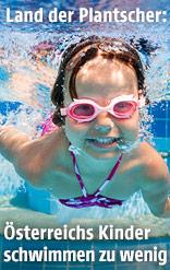 Schwimmendes Mädchen