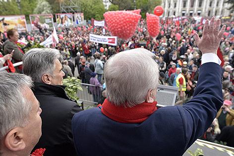 Bundeskanzler Werner Faymann und der Wiener Bürgermeister Michael Häupl im Rahmen des traditionellen 1. Mai Aufmarsch