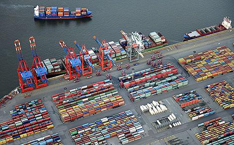 Containerschiff am Hafen von Hamburg