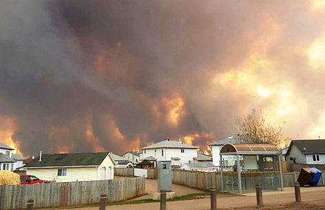 Feuer in einem Wald in Kanada