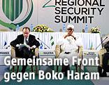 Der französische Präsident Francois Hollande und der nigerianische Präsident Mohammadu Buhari