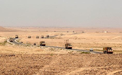 US-Militärkonvoi auf dem Highway One im Maiwand District, Kandahar-Provinz in Afghanistan