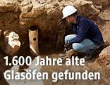 Archäologe bei einer Ausgrabungsstätte