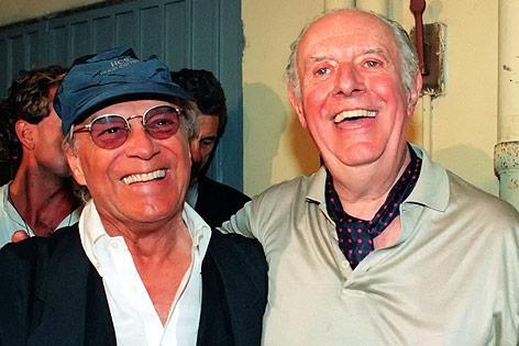 Der italienische Schauspieler und Regisseur Giorgio Albertazzi im Jahr 1997 mit Literaturnobelpreisträger Dario Fo