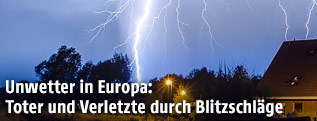 Blitz schlägt am Boden ein