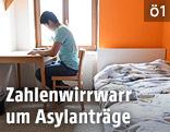 Ein Asylwerber in einem Zimmer