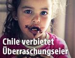 Kind mit Schokolade um den Mund
