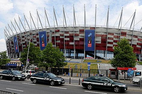 Absperrungen vor dem Nationalstadion in Warschau