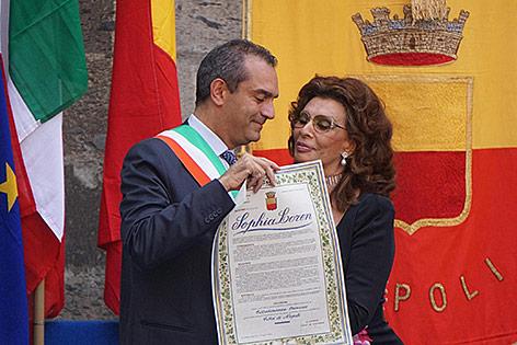 Sophia Loren und Neapels Bürgermeister