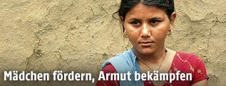 Teenager in einem ländlichen Gebiet Indiens
