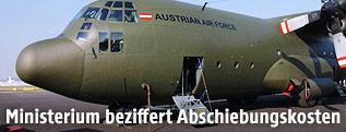 Militärmaschine des Typs C-130 Hercules des österreichischen Bundesheeres