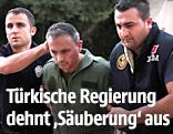 Türkische Polizisten verhaften Soldaten