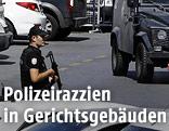 Polizist vor einem Gerichtsgebäude in Istanbul