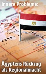Ägyptische Fahne auf einer Landkarte von Ägypten
