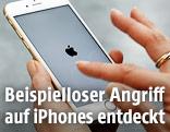 Hände halten iPhone