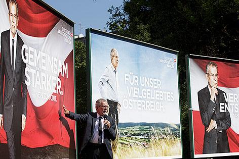 Plakatpräsentation von Alexander Van der Bellen