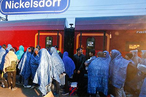 Flüchtlinge am Bahnhof Nickelsdorf