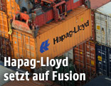 Frachtcontainer der Reederei Hapag-Lloyd