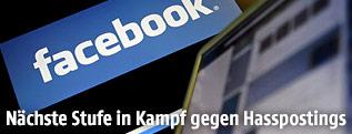 Laptopbildschirm mit Facebook-Logo im Hintergrund