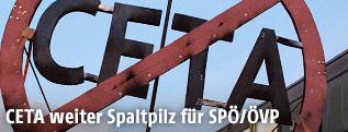 Schild zeigt durchgestrichenen CETA-Schriftzug