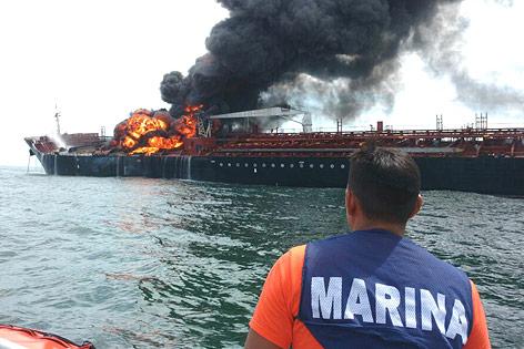 Brennender Öltanker