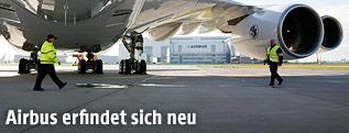 Arbeiter unter einem A380