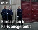Polizisten vor Hotel