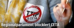 Anti-CETA-Sticker einer Abgeordneten