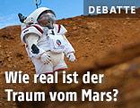 Mann in Raumanzug bei einer Mars-Simulation