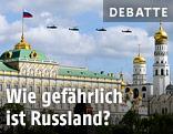 Russische Kampfhubschrauber vor dem Kreml