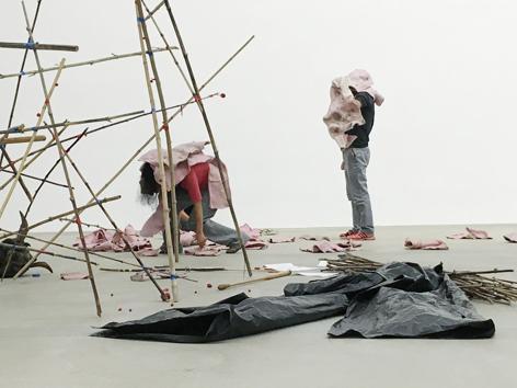 """Bild einer Performance aus der Ausstellung """"Yes, but is it performable?"""""""