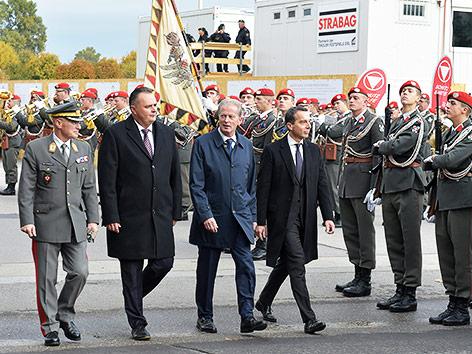 Verteidigungsminister Hans Peter Doskozil, Vizekanzler Reinhold Mitterlehner und Bundeskanzler Christian Kern