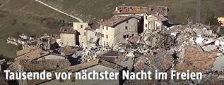 Luftbild von einem zerstörten Dorf