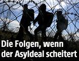 Flüchtlingen hinter einem Zaun