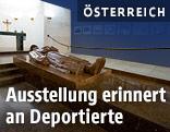 """Ausstellung """"Letzte Orte vor der Deportation"""" in der Krypta im Äußeren Burgtor der Wiener Hofburg"""